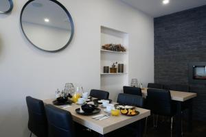 Reštaurácia alebo iné gastronomické zariadenie v ubytovaní DELUXE Rožnov