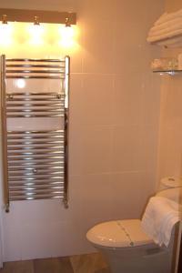 A bathroom at Ash Farm Country House
