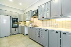 A cozinha ou cozinha compacta de Apartment On Mc Donalds