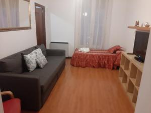 A seating area at Hostal Conchita II