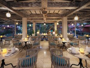 A restaurant or other place to eat at SOL by Meliá Benoa Bali All inclusive