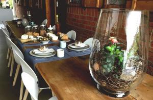 Ein Restaurant oder anderes Speiselokal in der Unterkunft La Ferme de la Praz B&B