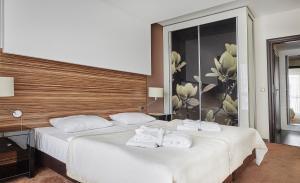En eller flere senge i et værelse på Hotel Diva SPA