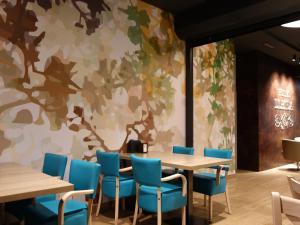 Un restaurante o sitio para comer en Hotel Lleida