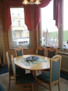Ein Restaurant oder anderes Speiselokal in der Unterkunft Villa Hebel
