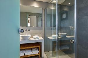 A bathroom at Castello Village Resort