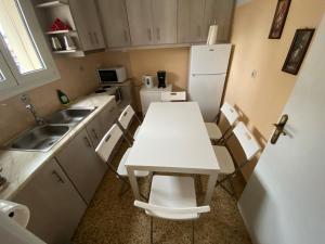 Kuchyň nebo kuchyňský kout v ubytování Animi Remissio seductive 3 bedroom apartment close to metro and Acropolis