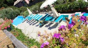 Vista sulla piscina di Agriturismo Le Pale o su una piscina nei dintorni
