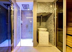 A bathroom at Hotel Eden