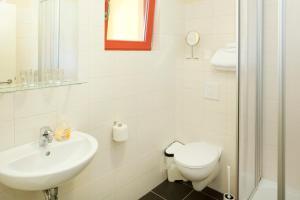 Ein Badezimmer in der Unterkunft Kulturgasthof Alte Reederei