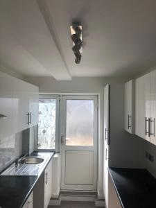 A kitchen or kitchenette at Wood Green N22
