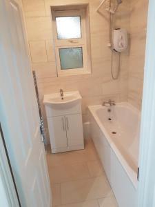 A bathroom at Wood Green N22