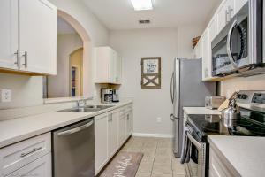 A kitchen or kitchenette at Disney Bunk Room--Windsor Hills