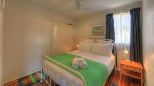 A bed or beds in a room at Village Stays Coldstream Gallery Apartment