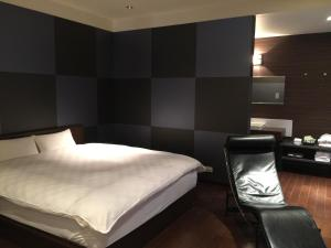 A bed or beds in a room at LUXe