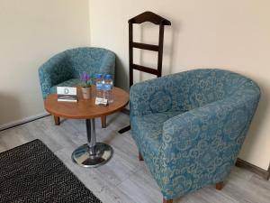 A seating area at Guest Rooms Donovi