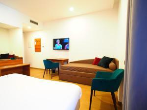 A seating area at Kolping Hotel Casa Domitilla