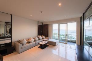 A seating area at Neo Century Sea View Nha Trang