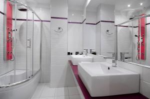 A bathroom at Athens Status Suites