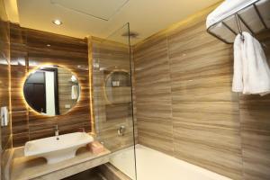 حمام في Pyramisa Island Hotel Aswan