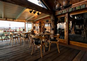 A restaurant or other place to eat at Guesthouse Ensenada
