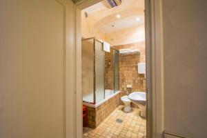 A bathroom at Hotel Pedrini