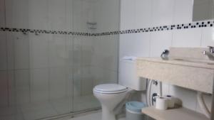 A bathroom at Coral Trade - Hospitais Puc RS e Clínicas - Pet Friendly