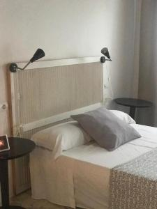 A bed or beds in a room at Casa de Huespedes la Peña