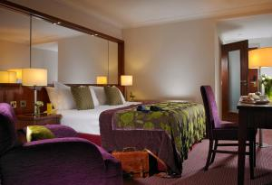A bed or beds in a room at Camden Court Hotel
