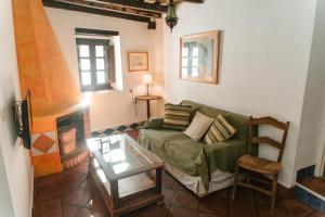 A seating area at Hostal el Anon