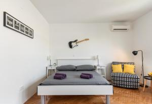 A bed or beds in a room at Aldo apartment