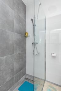 A bathroom at Aldo apartment