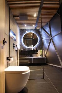 A bathroom at Bird Glamping