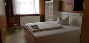 Кровать или кровати в номере Central-Hotel Tegel