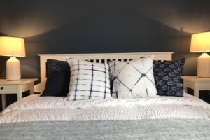 A bed or beds in a room at Charming Victorian house in historic Rochester