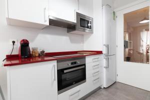 Una cocina o zona de cocina en Telmo's Home con parking incluido