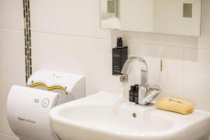 A bathroom at Inglewood