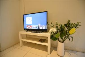 A television and/or entertainment center at Alora Studio in Sydney Central - Darling Harbour