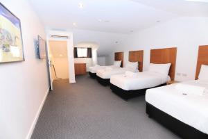A bed or beds in a room at Best Western Plus Goulburn