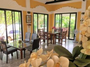 A restaurant or other place to eat at Phu View Hideaway