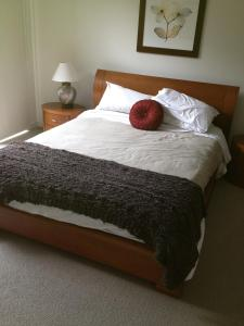 A bed or beds in a room at Broadbeach Inverloch Resort