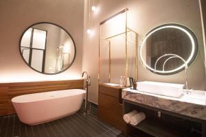 A bathroom at MOV Hotel Kuala Lumpur