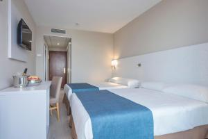 A bed or beds in a room at Hotel Best Mediterraneo