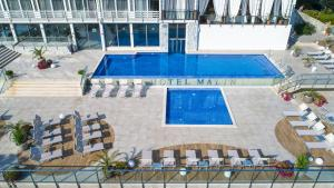A view of the pool at Hotel Malin or nearby