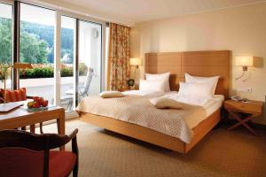 A bed or beds in a room at Hotel Deimann