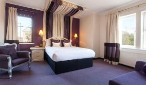 A bed or beds in a room at Bothwell Bridge Hotel