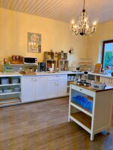 A kitchen or kitchenette at Hotel Katerberg