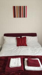 A bed or beds in a room at Whiteways Hotel