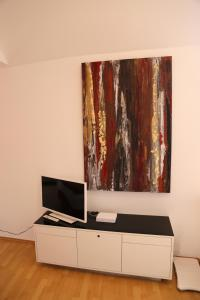 A television and/or entertainment centre at Villa Greve - Deluxe Appartement