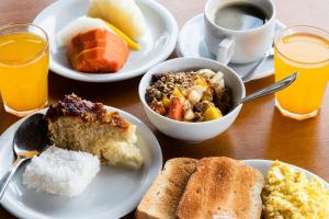 Breakfast options available to guests at Pousada Aroma do Mar